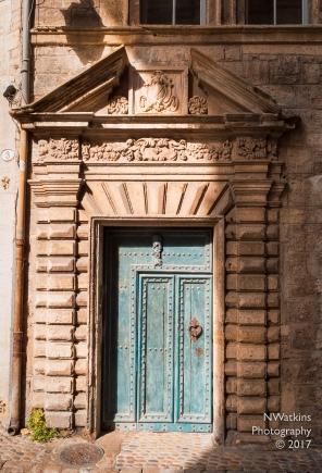 blue door - Narbonne